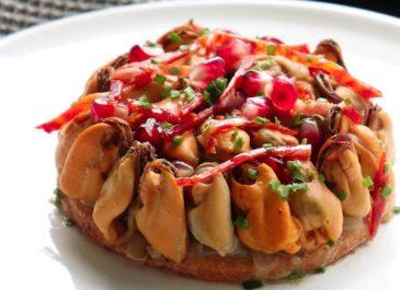 La Cancalaise - recette de Tarte de moules à l'oignon, grenade et chorizo